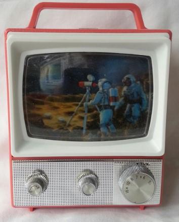 ross-electronics_astronaut-radio_pic1-354x440