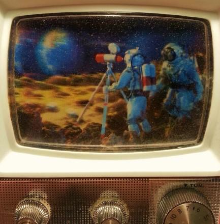 ross-electronics_astronaut-radio_pic5-433x440